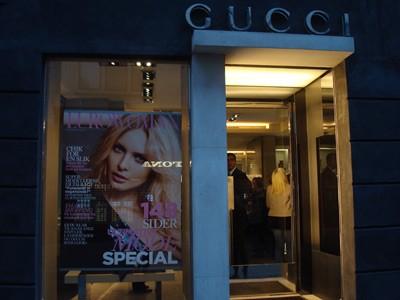 1.Gucci-facaden-med-Eurowoman-i-vinduet
